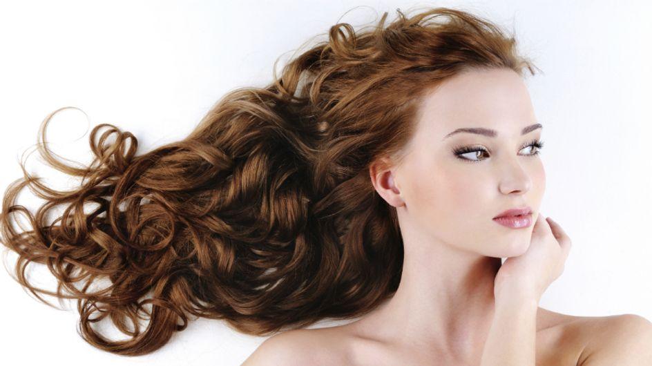 Dormir com o cabelo molhado faz mal? Especialista responde
