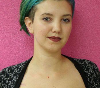 Sobrevivente de câncer recupera a confiança ao cobrir cicatrizes com tatuagens