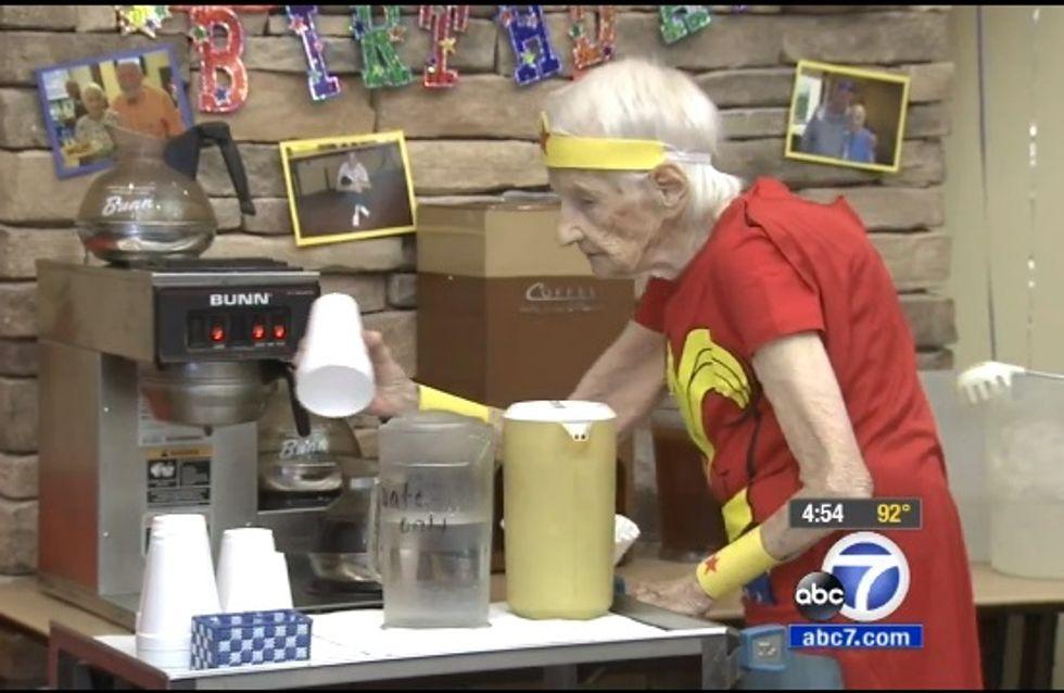 Mit 103 serviert sie immer noch Kaffee: Diese Frau ist der Knaller!