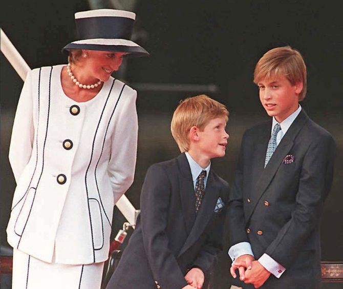 Les princes Harry et William avec leur mère Dianan en 1995