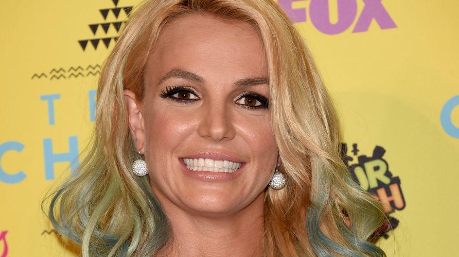 Britney Spears manque de montrer ses fesses en plein concert (Vidéo)