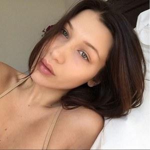 Bella Hadid sans maquillage.