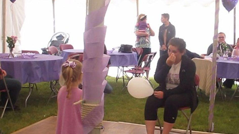 Cette fillette de 4 ans chante pour sa maman atteinte d'un cancer