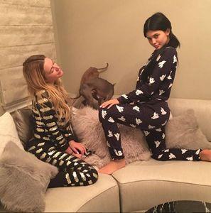 Kylie Jenner sans maquillage et une amie.