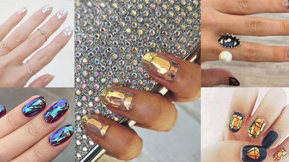 As unhas decoradas com efeito de vitral quebrado vão fazer você pirar