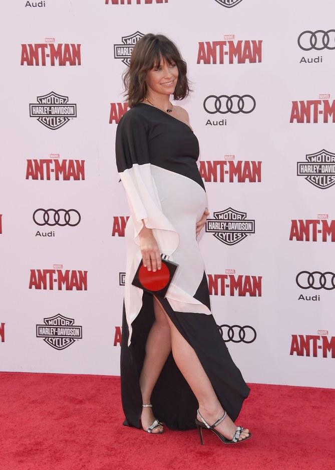 Evangeline Lilly enceinte à la première de Ant-Man