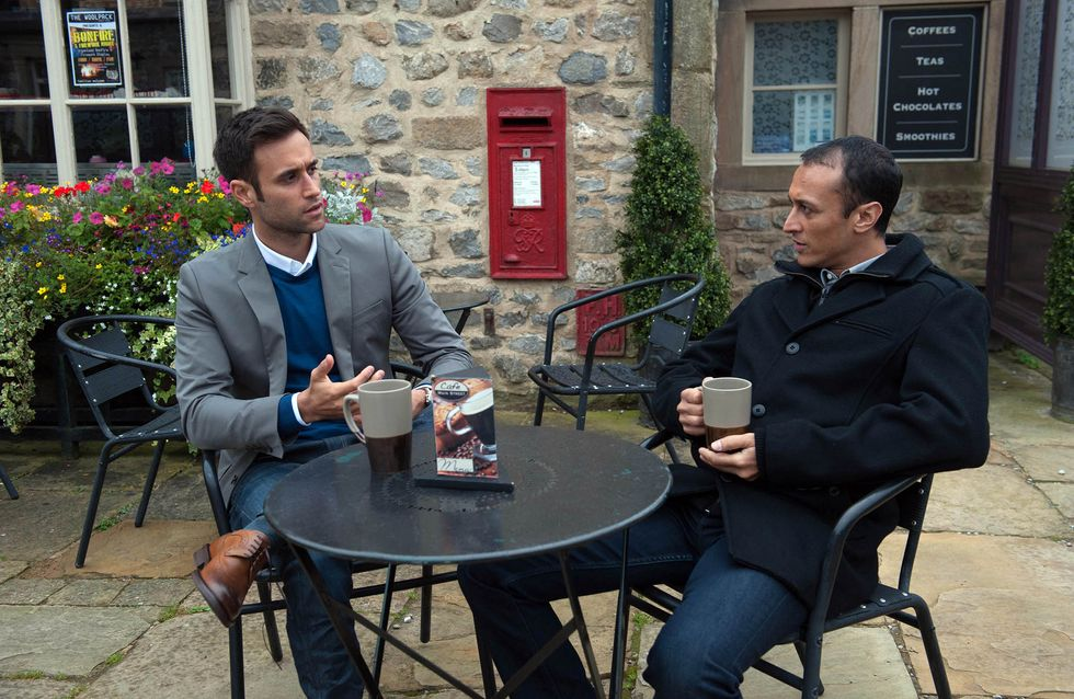 Emmerdale 04/11 - Marlon's on a date whilst Paddy gets a shock