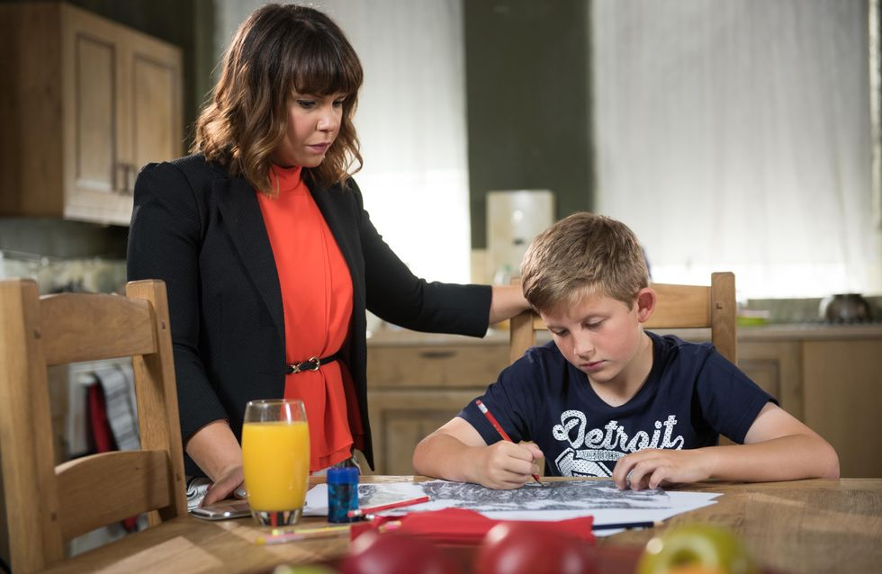 Hollyoaks 02/11 - Sienna is determined to prove that Maxine is taking her dad for a fool