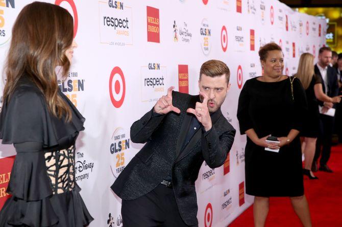 Justin Timberlake prend Jessica Biel en photo.