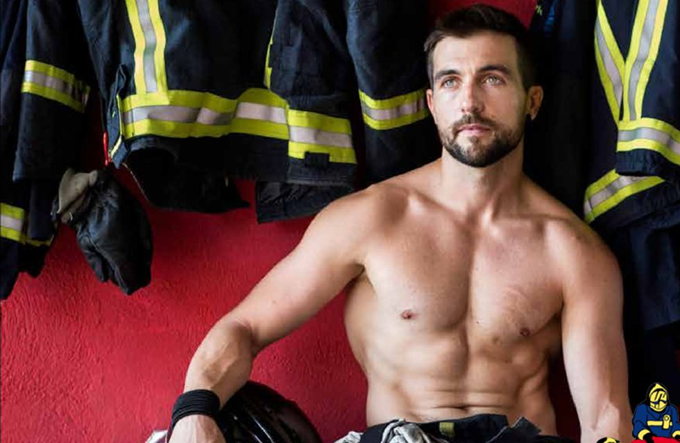Decora las paredes de tu casa con los bomberos más 'hot'