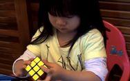Haltet euch fest: Diese 2-Jährige löst den Zauberwürfel in 70 Sekunden