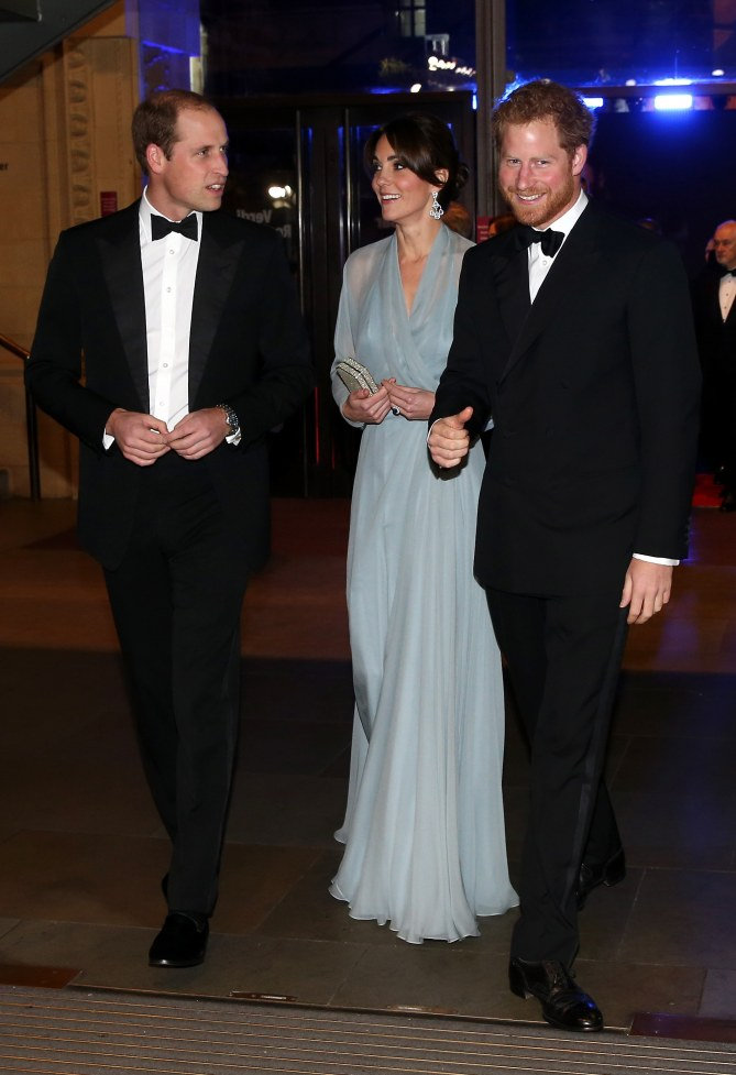 Kate Middleton accompagnée des Princes William et Harry