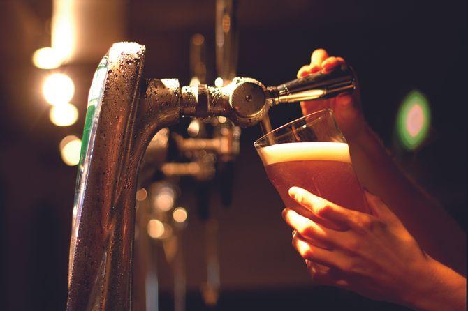 Service d'une bière Natural Blonde