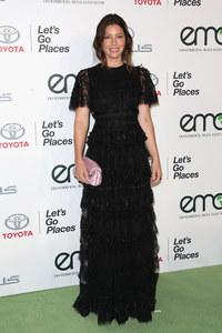 Jessica Biel en Valentino pour les EMA Awards 2015