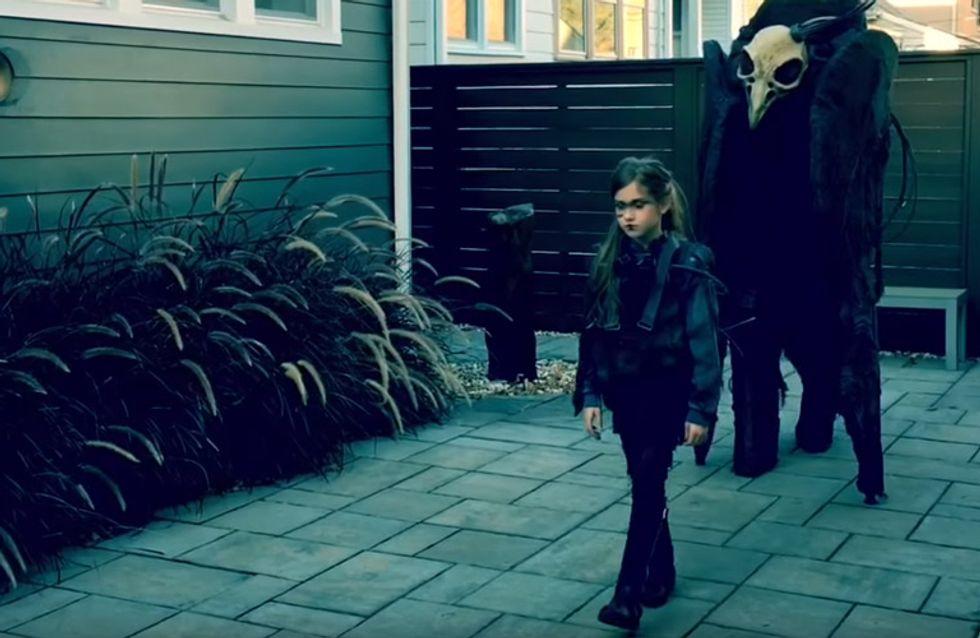 Dieser Vater und seine Tochter präsentieren das wohl gruseligste Kostüm ALLER Zeiten