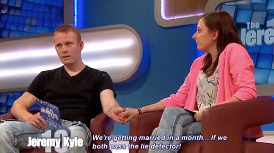 Elle découvre à la télé que son fiancé l'a trompée et annule son mariage