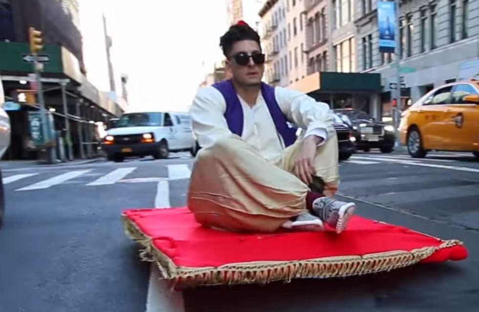 Wahnsinn: Schwebt hier tatsächlich Aladdin auf seinem fliegenden Teppich durch die Straßen?