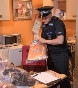 Hollyoaks 10/11 - The police turn up at Cindy's flat