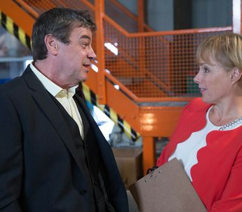 Coronation Street 11/11 - Tony goes all out to prove himself to Liz