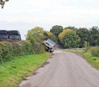 Emmerdale 12/11 - Andy and Robert drive to the death