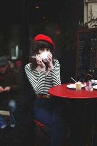 Look con il berretto francese
