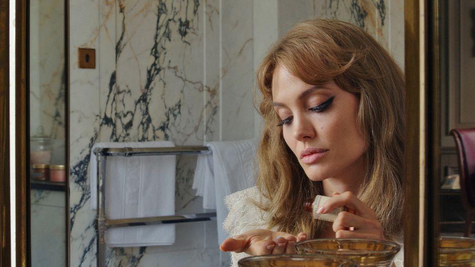 Angelina Jolie angoissée par les scènes de nu dans Vue sur mer