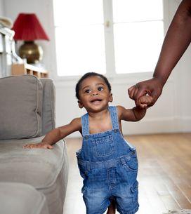 A quel âge un bébé marche-t-il ?
