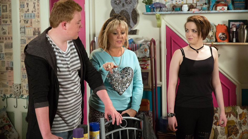 Coronation Street 20/11 - Leanne prepares for the hardest goodbye of her life