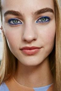Trend make-up 2016: trucco blu per gli occhi