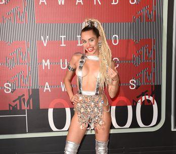 Miley Cyrus complètement nue pour V Magazine (Photo)
