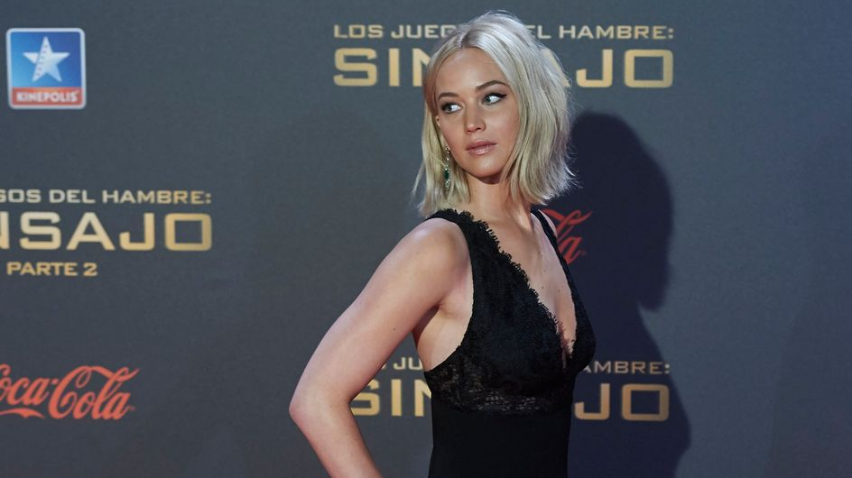 Jennifer Lawrence chute sur le red carpet de Hunger Games à Madrid ! (Vidéo)