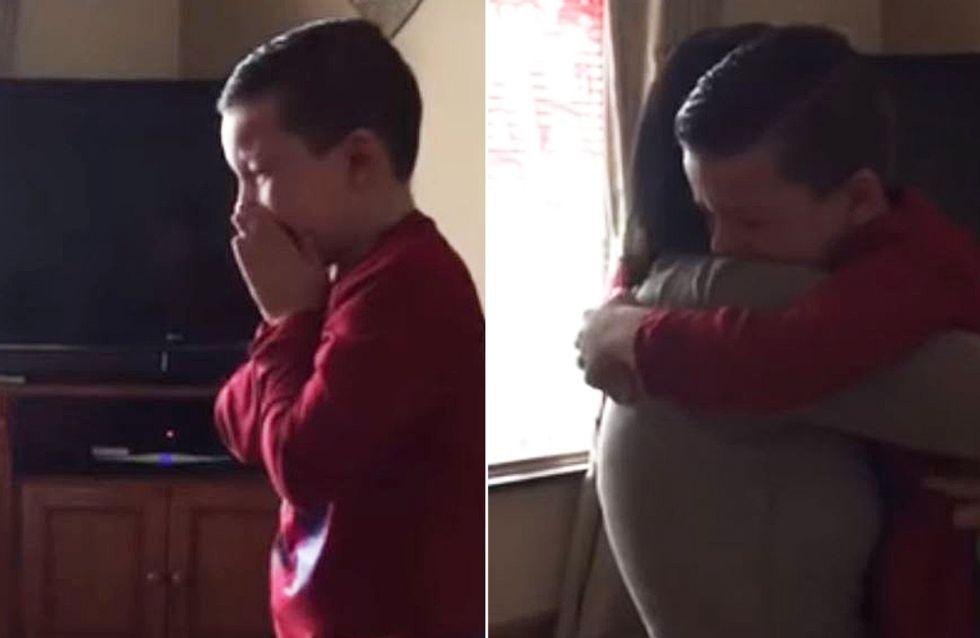 Endlich großer Bruder: Dieser Junge bricht bei der guten Nachricht völlig zusammen