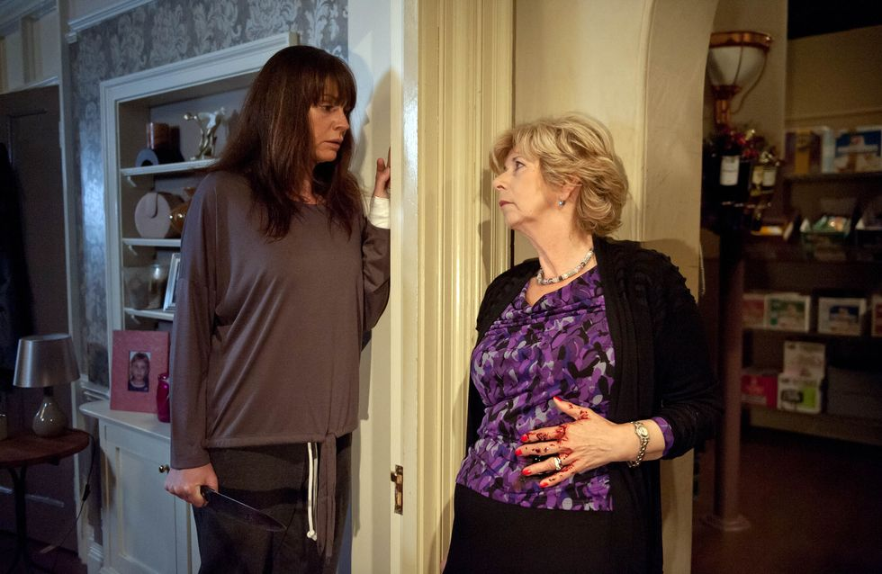 Emmerdale 25/11 - Chas's fear puts Diane in peril when she's stabbed in the dark