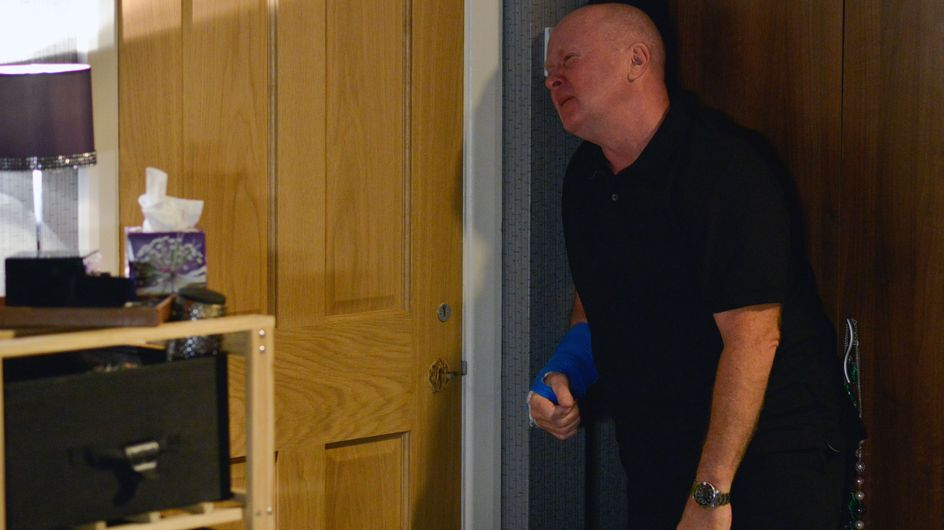 Eastenders 26/11 - A fuming Sharon enlists Billy and Jay's help