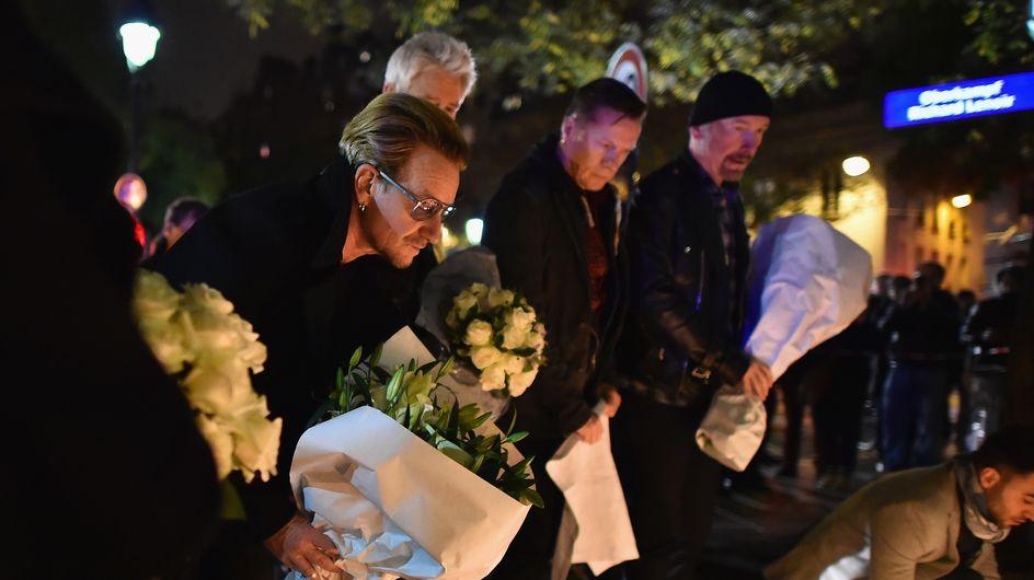 Attentats à Paris : U2 se recueille près du Bataclan (Photos)