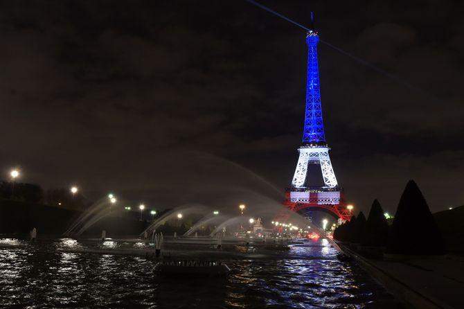 La Tour Eiffel aux couleurs de Paris.