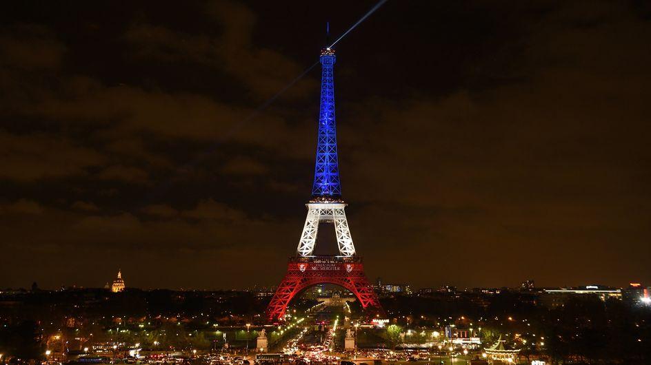 La Tour Eiffel se pare de bleu blanc rouge (Photos)