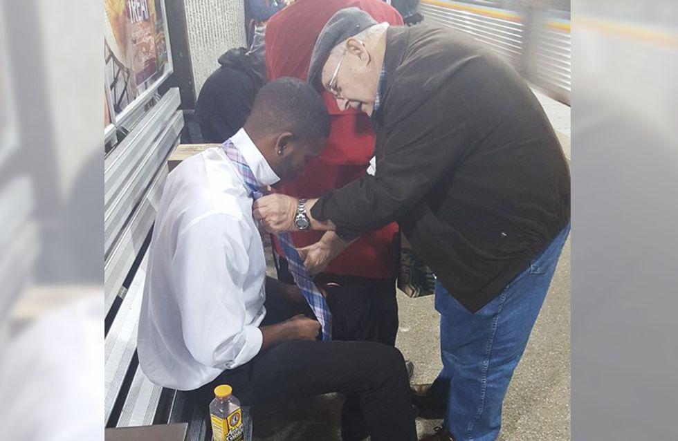 So sieht Nächstenliebe aus: Ein älteres Ehepaar sieht einen jungen Mann in Not und greift sofort ein