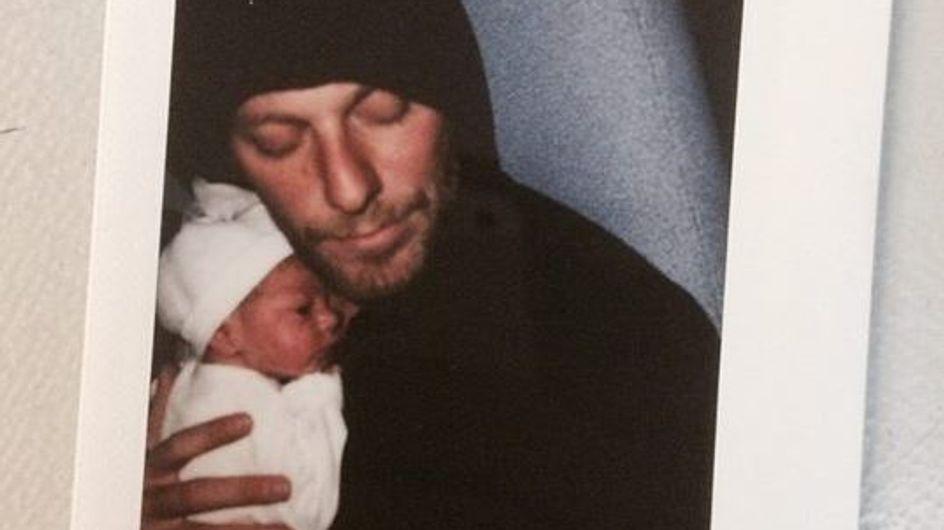 La bouleversante lettre d'amour d'un papa à son nouveau-né après les attentats