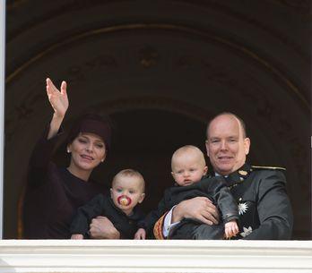 Charlène et Albert de Monaco de sortie avec leurs jumeaux pour la fête nationale