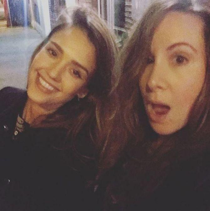 Jessica Alba sans maquillage et une amie.