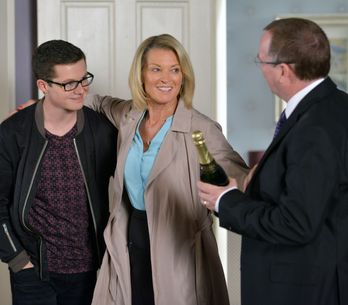 Eastenders 30/11 - Stacey grows concerned when she pays a visit to Shabnam