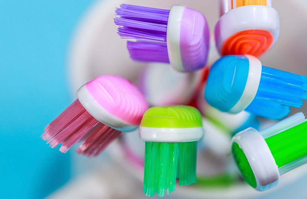 5 jeitos de usar a escova de dentes na rotina de beleza