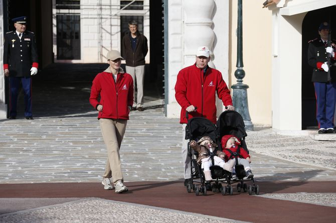 Albert et Charlène de Monaco et leurs jumeaux