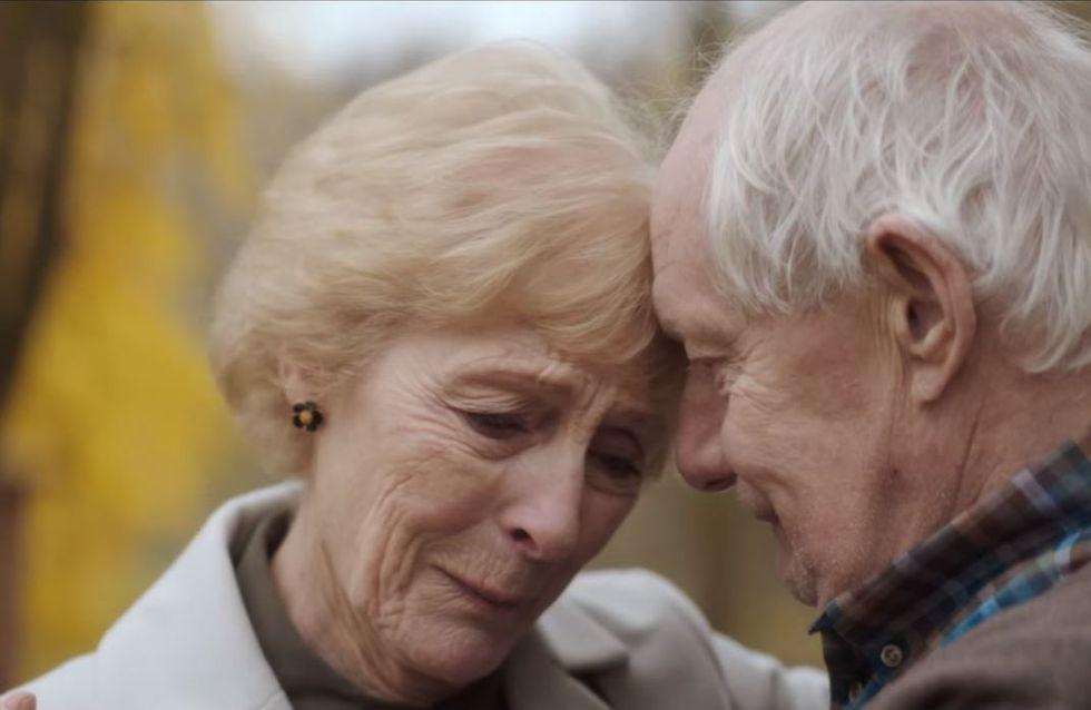 Er erkennt seine eigene Ehefrau nicht mehr - bis die Kraft der Liebe seine Erinnerungen weckt