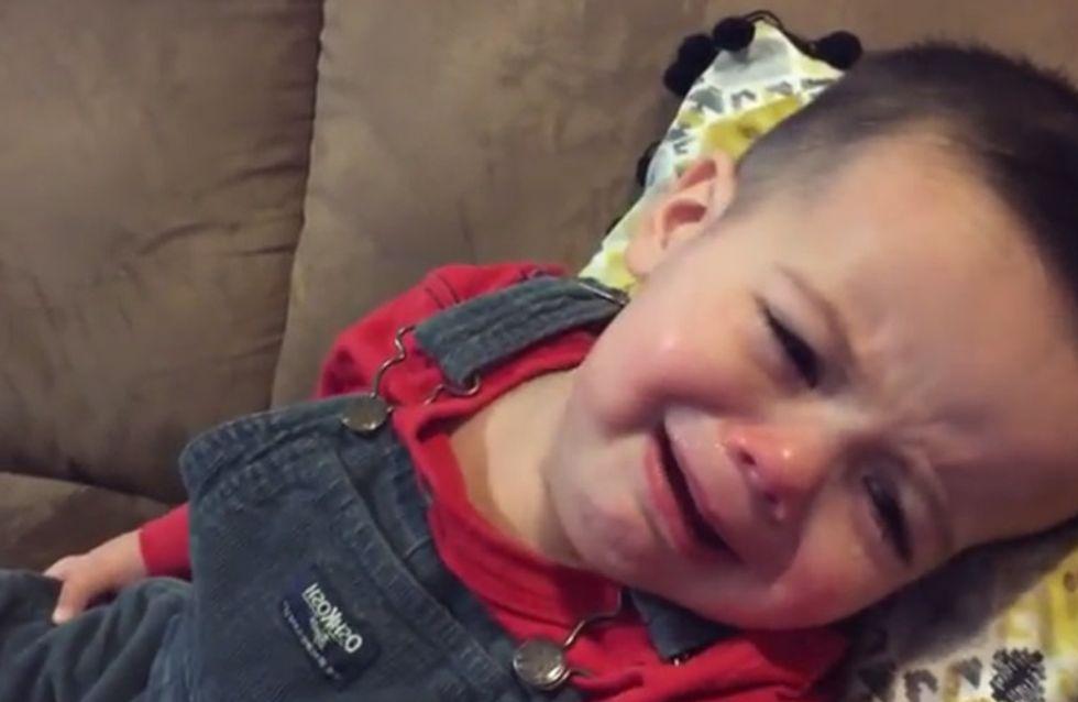Dieser kleine Junge weint und weint - doch als er Adele hört, passiert etwas Wunderbares