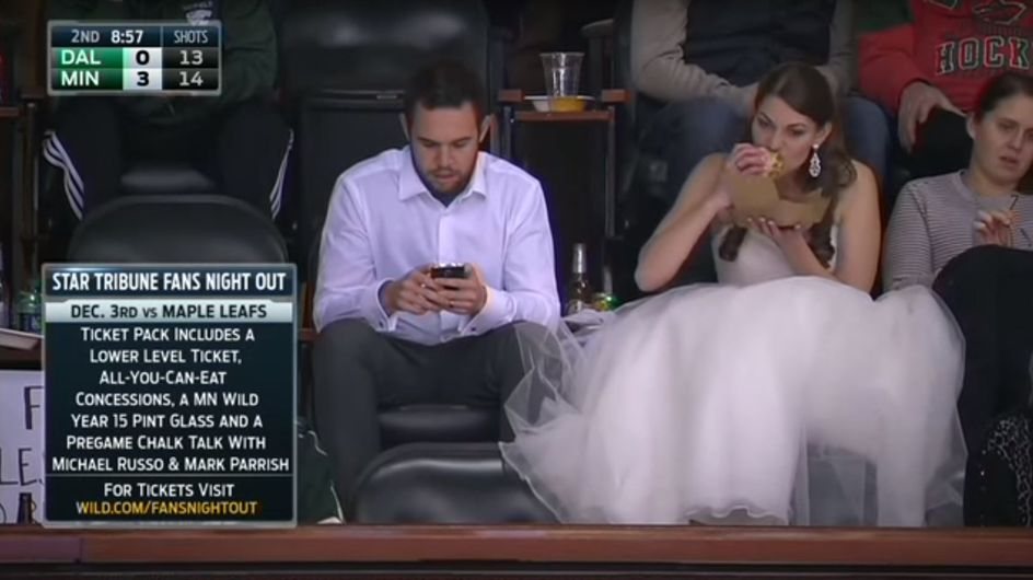 Eine Braut und ihr Burger: Dieses Bild begeistert momentan das ganze Netz