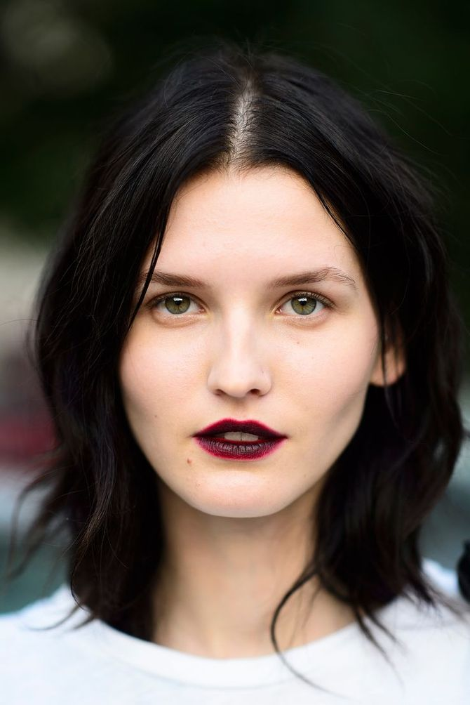 Wein-Lippenstift: Der No-Make-up Look