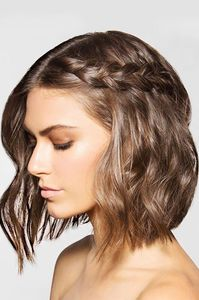 Frisur für kurze Haare mit Flecht-Detail
