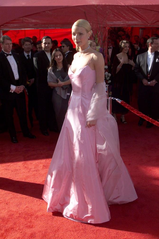Gwyneth Paltrow dans sa fameuse robe rose en 1999